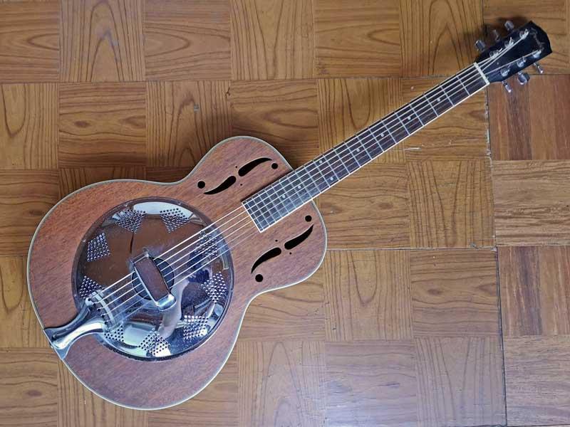 Fender FR93 (リゾネイト・ギター)